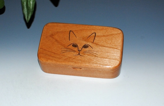 Wood Box With Cat Face Engraved on Alder - Handmade Wooden Treasure Box With Hinged Lid - Cat Person Gift