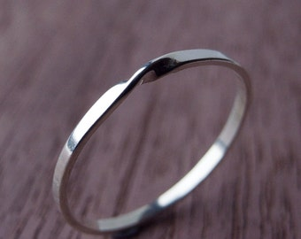 Moebius Ring in Sterling Silver