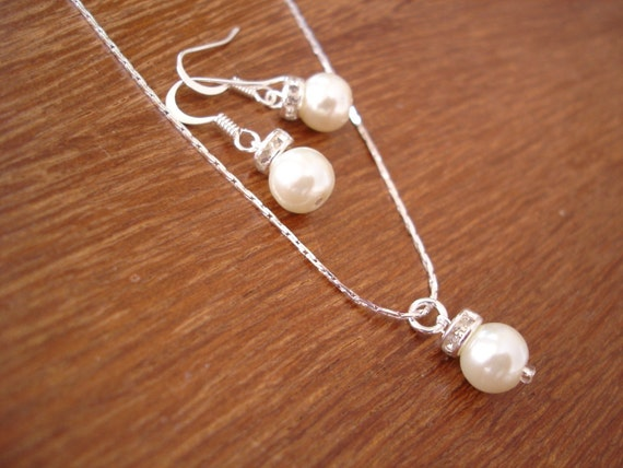 Items similar to Simple & Elegant Pearl Drop Set ...