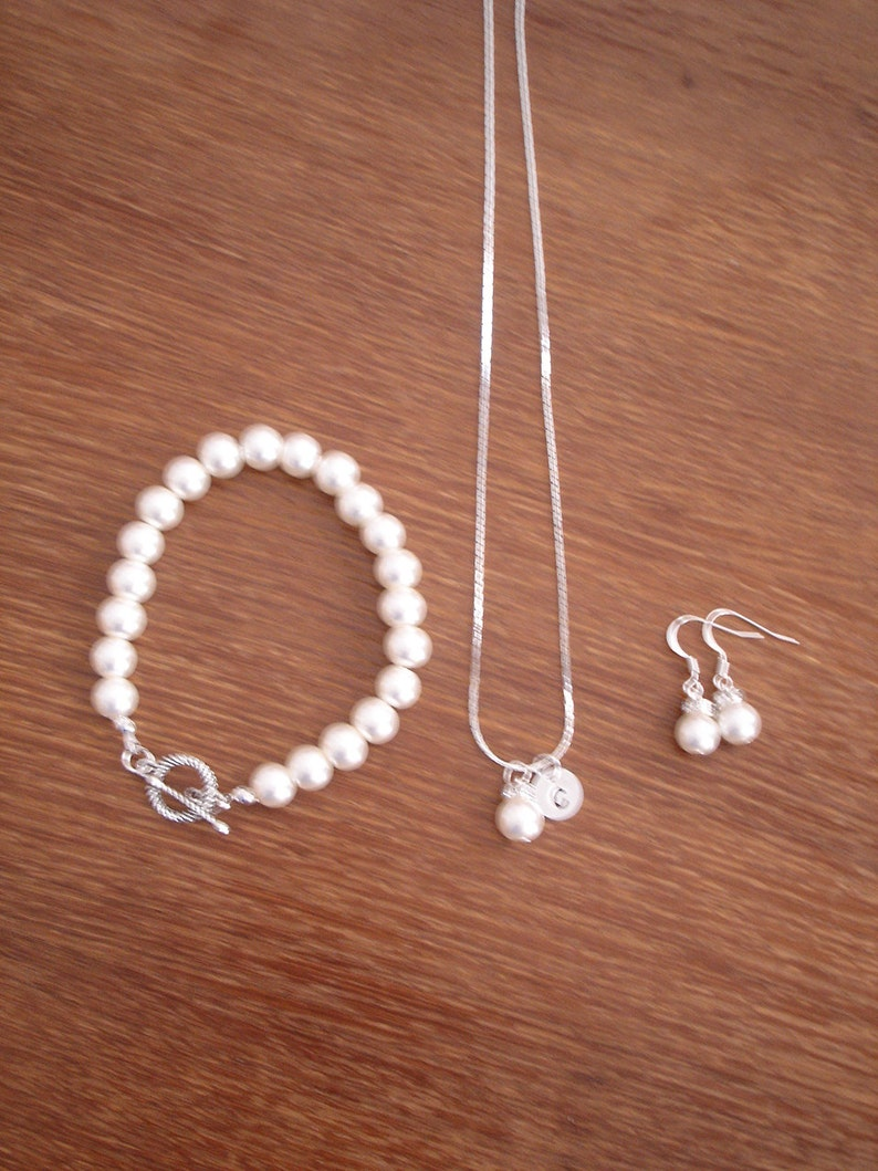 2 Simple Elegant Pearl and Initial Disc Bridesmaid Jewelry Gifts Bridesmaid Gifts Necklace Bracelet Earrings Weddings