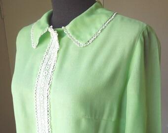 Vintage Green Shirt, Light Green Blouse, 60's Shirt, Mint Green with Cream LACE Trim, Lace Collar, Size Medium, Bust 37, Vegan Shirt,