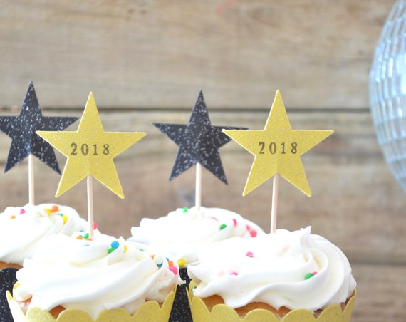 12 Sparkle Star Cupcake Toppers - Hand stamped with 2018, 2019, or 2020. Perfect for Graduation,  Reunion, and New Year's parties!