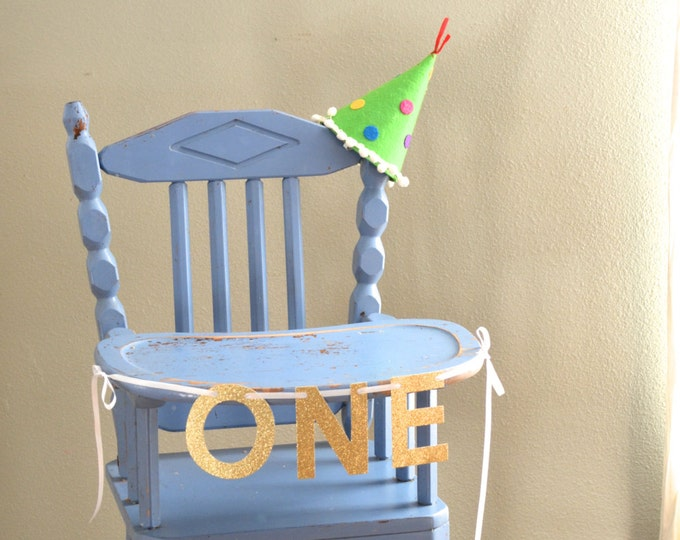 ONE Highchair Banner and Photo Prop. Choose from a wide range of glitter colors, including Gold | Silver | Hot Pink | Blue | and many more!