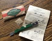 Vintage Singer Seam Ripper Needle Threader 121634 in original paper packaging
