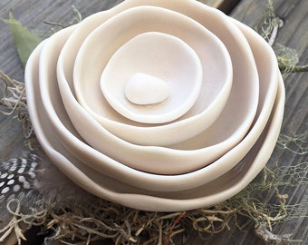 5 Nest Bowls with Egg