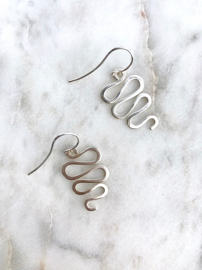 10644d7c46955a Vintage 1990s Sterling silver squiggle dangle earrings /   Etsy