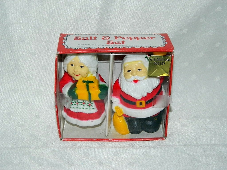 1988 Mr Santa Claus Salt and Pepper Shakers McCrory Corp FREE SHIPPING /& Mrs