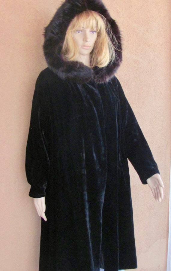 Vintage 30's - Black Velvet Coat with Black Fox Fu
