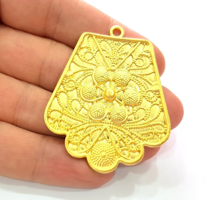 G13706 Flower Pendant Gold Pendant Gold Plated Metal 56x45mm