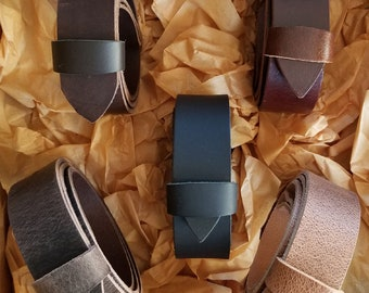 """Men's Gift Set of Five Leather Belts, Interchangeable Leather Belts with Snaps, 1.5"""" Wide for Jeans or 1.25"""" for Suits, Custom Cut, Gift Box"""