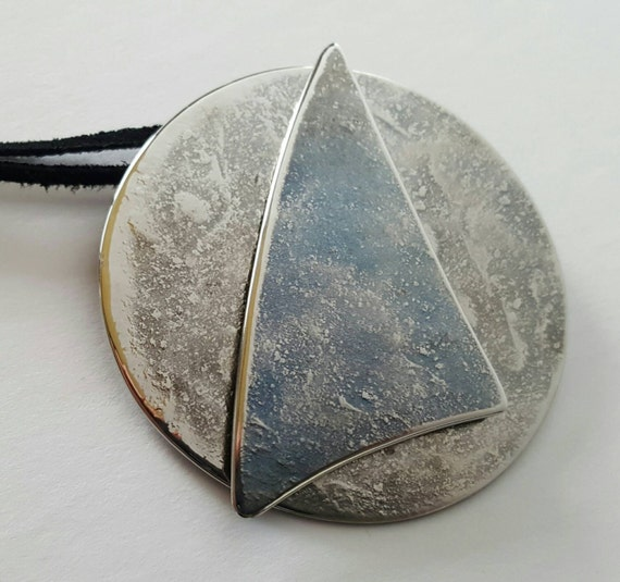 Ladies Handcrafted Sailing Pendant Medallion Necklace Silver & Blue Hypoallergenic Stanless Steel w/ Leather Strap for Sailors / Land Lovers