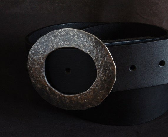 "Ladies Round Belt Buckle Women's Accessories Fits 1.5"" Leather Belt Blacksmith Hammered Hand Forged Stainless Steel Buckle with Storage Bag"