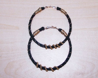 Black & Gold Wire yarn earrings LG