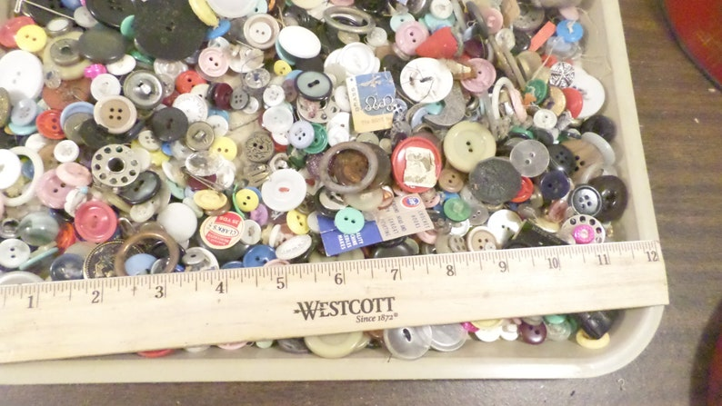 1.13 lbs of Assorted Vintage Buttons