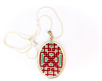 DIY Needlepoint Jewelry Kits: Knotwork Oval Pendant