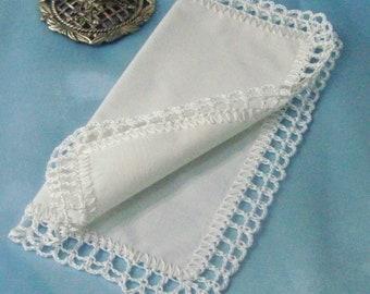 Kleine Taschentuch, zierlich, Hanky, Handtasche große Taschentuch, Hand häkeln, Braut Andenken, individuell bestickt, personalisiert, monogrammiert