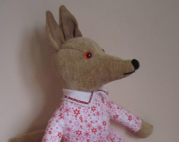 Carrie Coyote Stuffed Ornamental Toy Limited Edition Stuffed Coyote Collectible Coyote Toy Photographer's Prop Child's Party Centerpiece