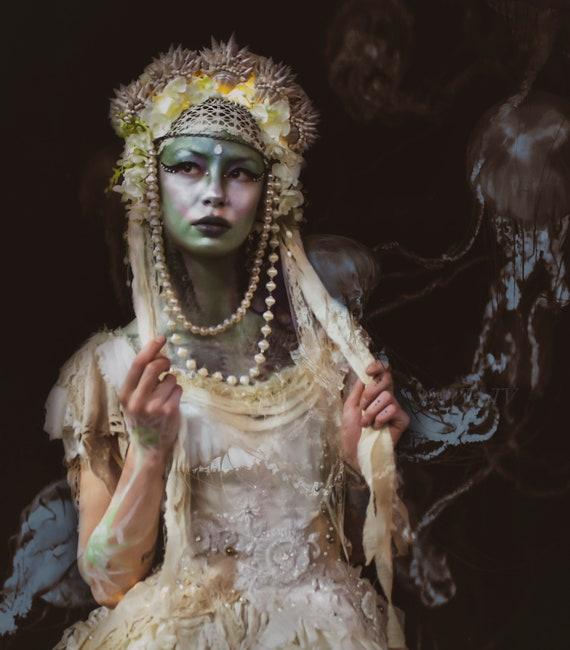 White Siren Botantical Seashell Crown