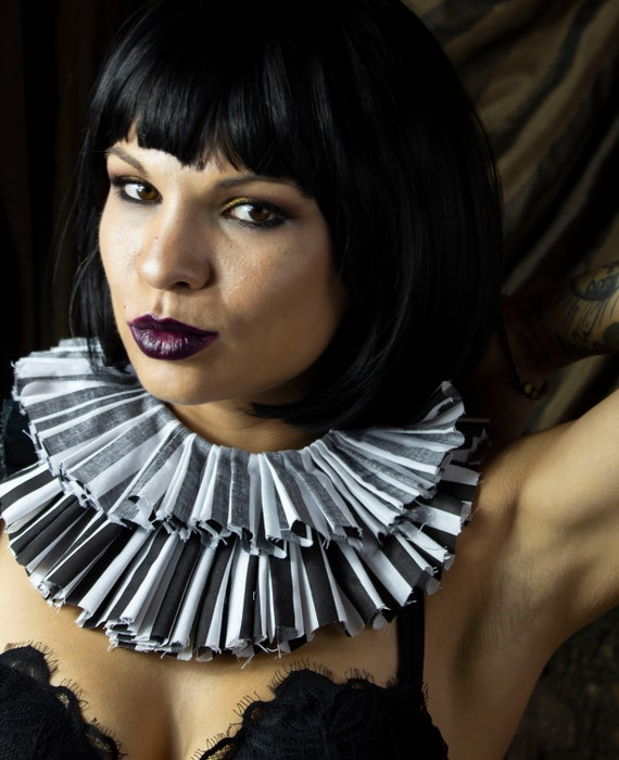 Black and White Grungy Clown Collar