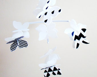 Baby Crib Mobile,Butterfly Hidden High Contrast Baby Mobile,Monochrome  Mobile,Black and   ,Felt Mobile,Przedszkole,Baby Room,made to order