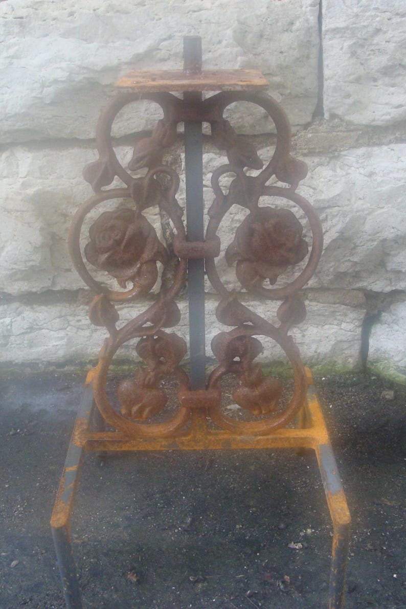 Short Rose Cast Iron Plant Stand