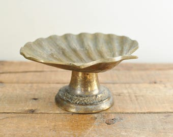 Vintage Brass Shell Soapdish Tarnished Footed Trinket Coin Jewelry Dish Nautical Beach Cottage Home Decor