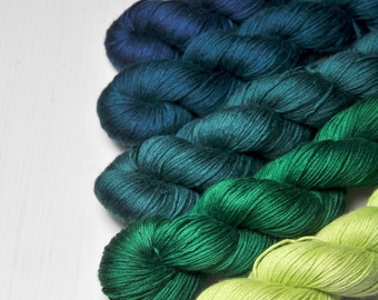 Frog breeding season - Gradient Yarn Set of Silk / Cashmere Fingering Yarn - Hand Dyed Yarn - handgefärbte Wolle - DyeForYarn