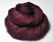 Fallen dark soul - Cream Silk Fingering Yarn - Hand Dyed Yarn - handgefärbte Seide - Garn handgefärbt - DyeForYarn