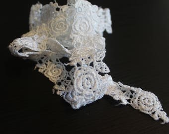 Rose venise white lace trim