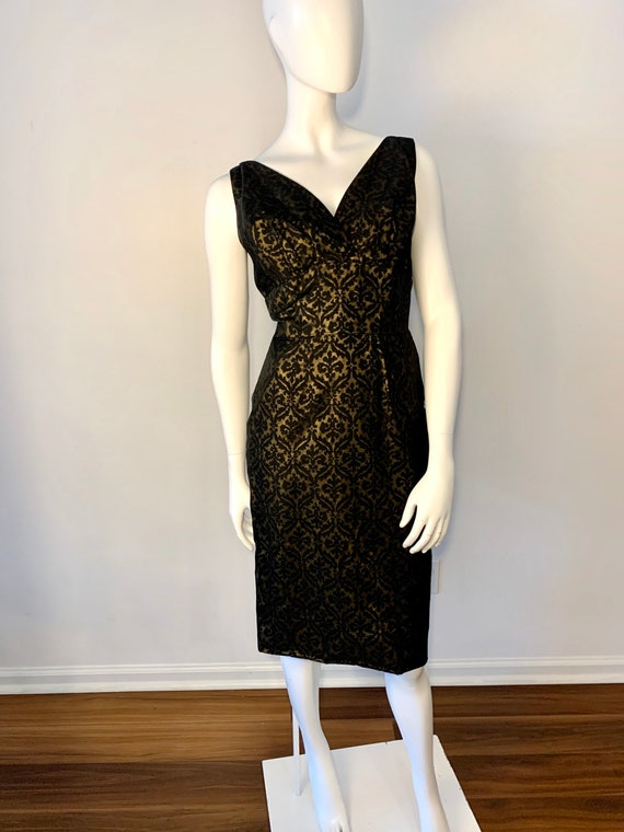 Wiggle dress extraordinaire! 1950s deep v, back zi