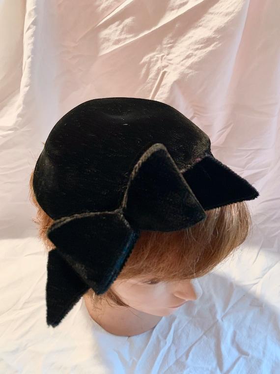 Fabulous Black Velvet fascinator/calot hat