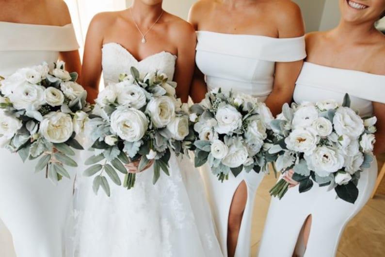 Tres Chic Brides Bouquet/White bridal bouquet & free image 0