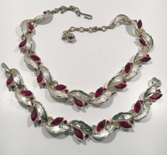 Lisner Vintage Necklace and Bracelet Set in Unique
