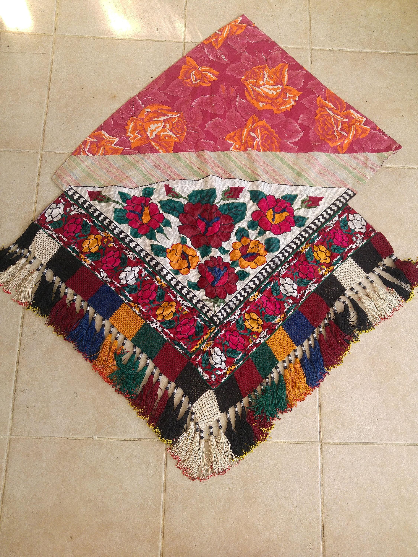 broderie vintage, afgan uzbek saye gosha, textile triangulaire à point de croix avec glands