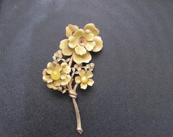 Beautiful Vintage Amber Flower Brooch