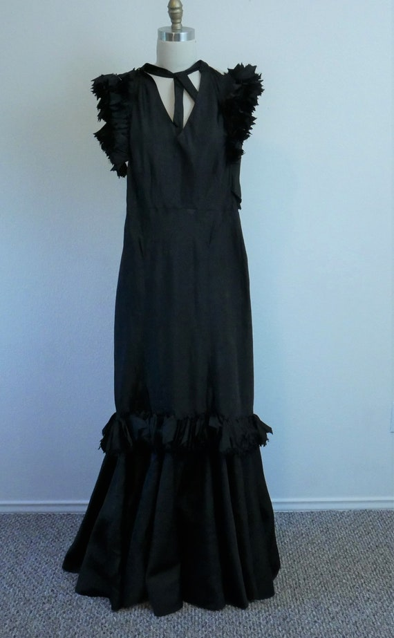 Wounded bird! 1930s-40s black evening gown