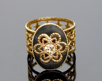 romantic vintage style black and gold ring