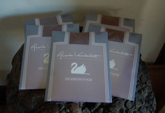 5 Pairs NOS Gloria Vanderbilt COFFEE Day Sheer siz
