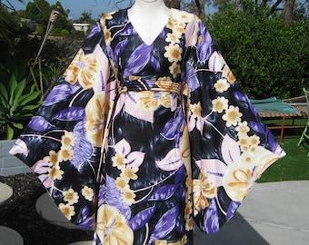 Vintage 60s Hawaiian Alice Floral Kimono Sleeve Tiki Caftan Hostess Dress M/L