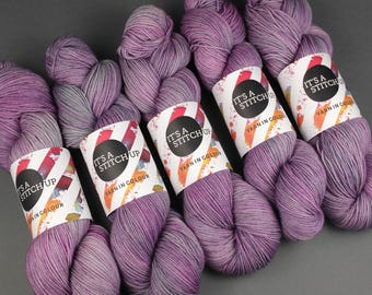 Hand-dyed superwash ethical pure merino wool 4 ply/sock weight yarn 100g - Dirty Lilac purple/mauve/grey