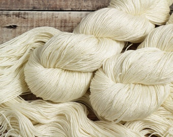 500 gms of beautiful undyed BFL Top with full provenance Special Offer