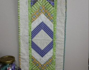 Cheerful and vibrant table runner