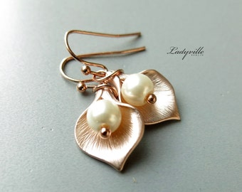 Rosé Gold Earrings - Calla with a Pearl