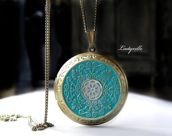 Foto Locket - Locket with Patina / Gift for her / Gift for Grandma