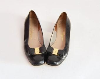 9dcd22d4369 Vintage 90s Salvatore Ferragamo Vara Bow Low Heel Flats   1990s Black  Leather Shoes 9