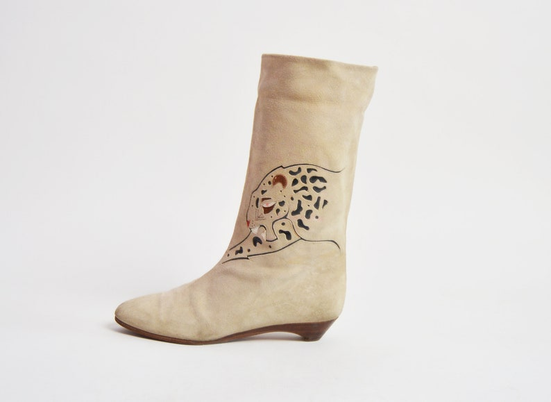3939b126372ab Vintage 80s Suede Leopard Cutout Pirate BOOTS / 1980s Beige Suede Cuff Cat  Boots 7