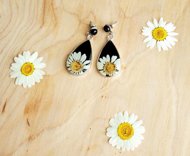 Real Daisies Onyx Stud Earring Real Flower Earrings Real Daisy Wildflowers Onyx /& Daisy Teardrop Earrings- Real Pressed Flower Earrings