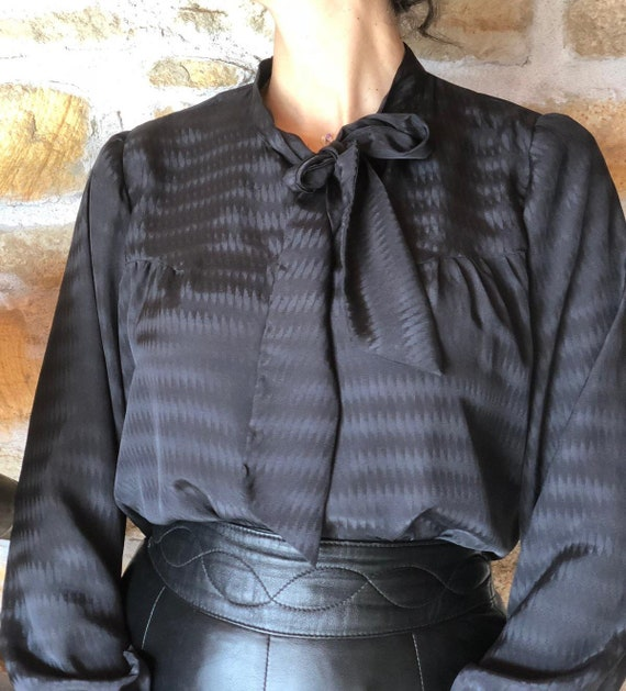 Vintage 70s Pussy Bow Black Shirt / Long Sleeve Sh