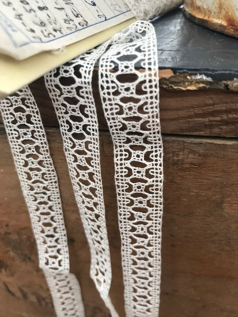 Antique Lace  Vintage Lace Trim Dolls Bears /& Vintage Wedding 3yd Off White Edging Tiny Hearts Wings Pattern Design 19C Cotton Lace