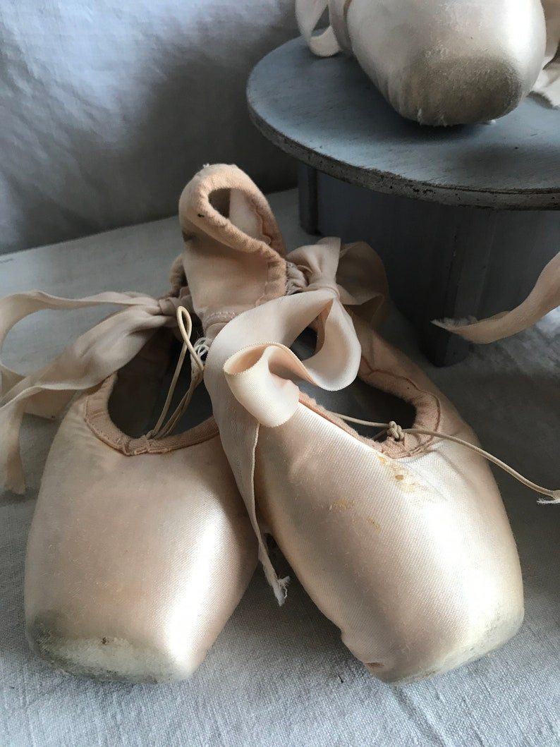 Vintage Ballet Shoes Pink Peach Pointe Shoes. Ballet School image 2